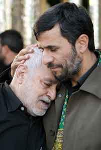 چرا احمدی نژاد تخریب می شود؟